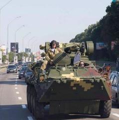 Києвом колоною «пройшли» танки і БТР (фото, відео)
