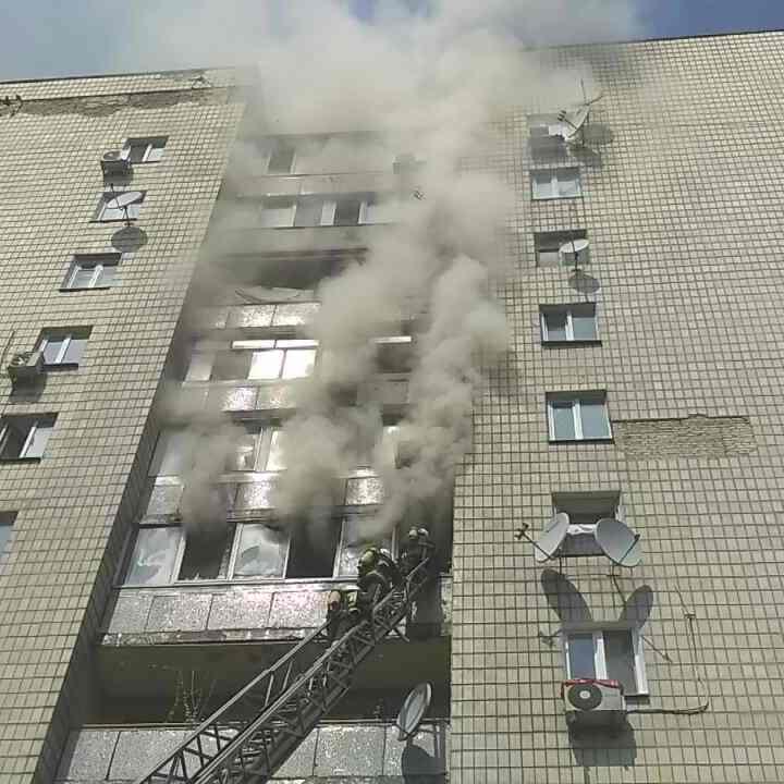 Пожежа у Києві: чоловік вистрибнув із 7-го поверху та розбився