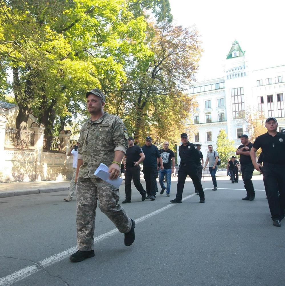Мер Конотопа пройшов пішки 250 кілометрів до Києва, щоб передати листа президенту (відео)