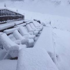 У Швейцарії після спеки пішов сніг (фото)