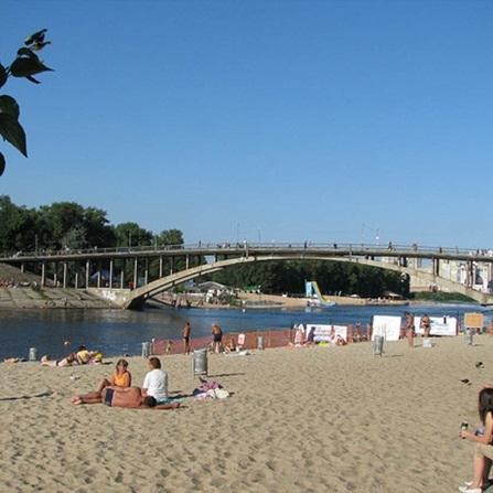 У Києві немає жодного безпечного місця для купання: оновлений статус пляжів