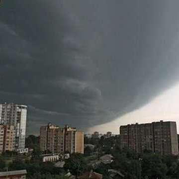 Синоптик повідомила коли дощі з грозами змінять спекотну погоду
