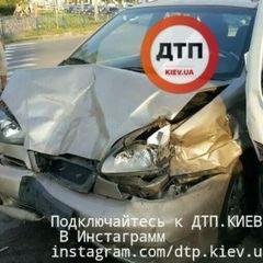 Масштабна ДТП у Києві: постраждало 6 автомобілів (фото)