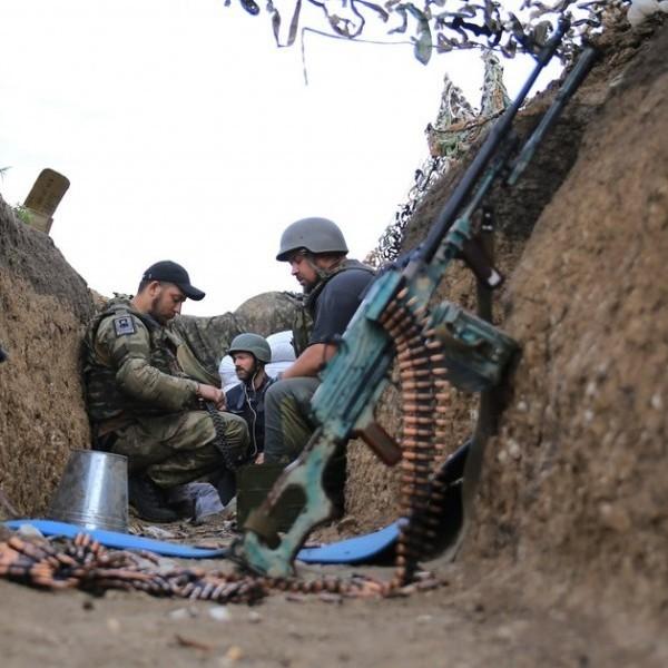 Бойовики випустили 15 мін калібру 120 міліметрів по українських укріпленнях неподалік Кримського, - штаб АТО