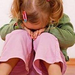 На Херсонщині 2-річна дівчинка «впала» в кому після жорстокого побиття вітчимом