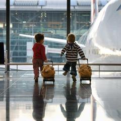 Тепер українські діти старше 5 років зможуть подорожувати літаком без супроводу дорослих