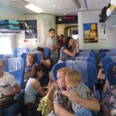 «Укрзалізниця» компенсує гроші за квитки пасажирам поїзда, які змушені були їхати стоячи