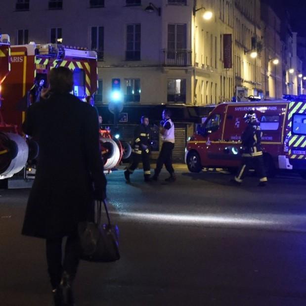 У передмісті Парижа автомобіль навмисно протаранив піцерію: загинула дитина, є постраждалі