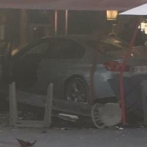 У Франції авто врізалося в терасу піцерії: загинула дівчинка, 13 поранених (фото)
