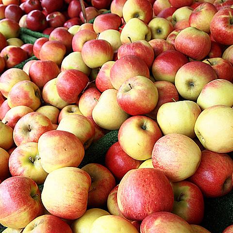 У Грузії школярам на перервах будуть роздавати яблука