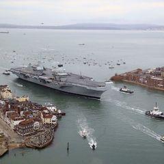 Новий флагманський авіаносець флоту Британії прибув до порту приписки (фото)