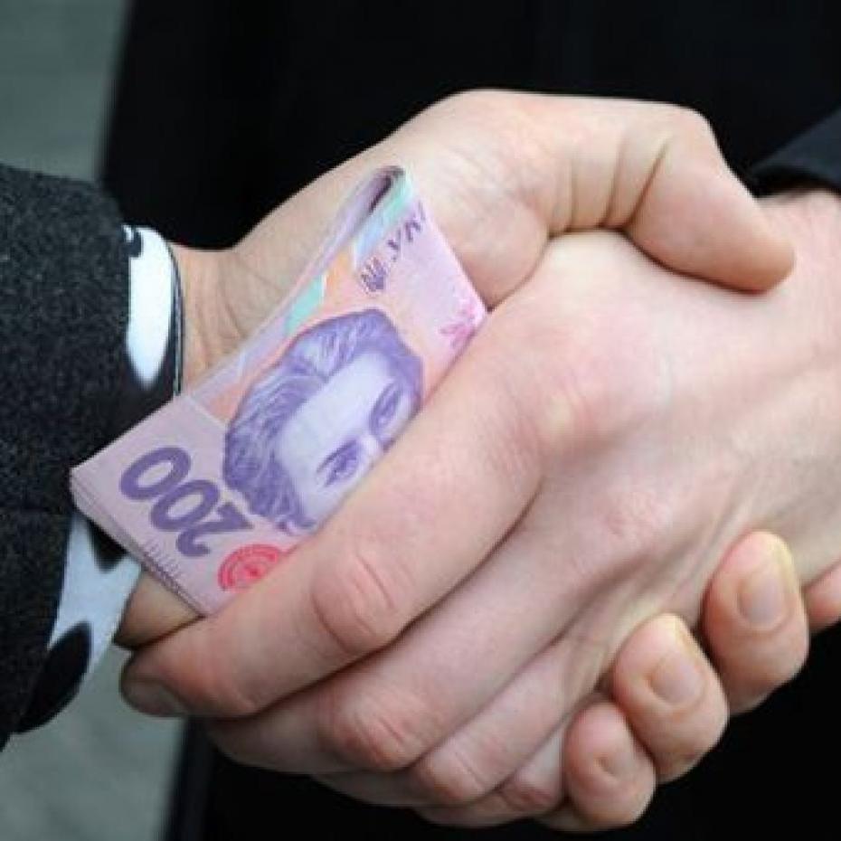 Чиновниця львівської податкової вимагала 100 тис. грн хабара