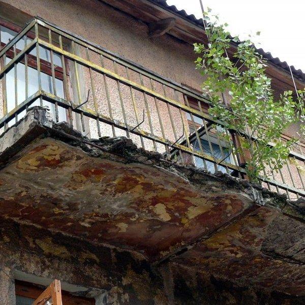 У Маріуполі 26-річний хлопець розбився через обвал балкону на 6 поверсі