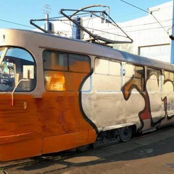 У Києві невідомі скоїли напад на трамвай, постраждав водій