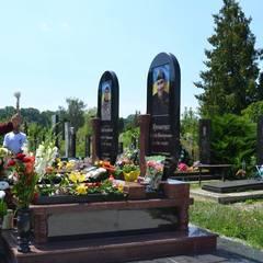 У Вінниці жінка крала квіти з могил атовців і продавала по 85 грн. (фото )