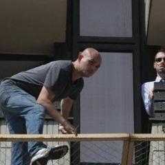 Не стрибнув: «самогубець» з готелю «Хрещатик» заліз назад у вікно
