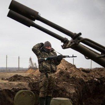 На підступах до Старогнатівки ворог застосовував танк та випустив 14 мін калібру 120 та 82 міліметри по українських захисниках, - штаб