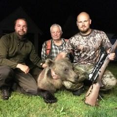 Естонський політик власноруч застрелив на своє весілля ведмедя
