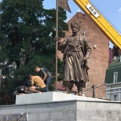 У Харкові встановили пам'ятник легендарному отаману (фото)