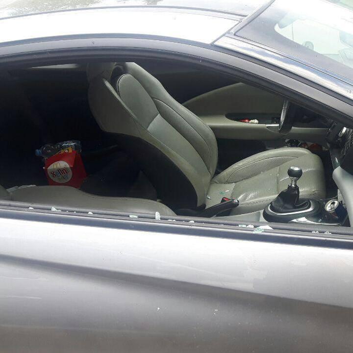 Батькам грозить адміністративна відповідальність за залишених дітей в авто у спеку