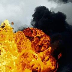 Пожежа у Дніпрі: вогонь досяг житлових будинків (фото)