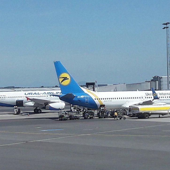 Майже всі літаки українських авіакомпаній взяті в оренду