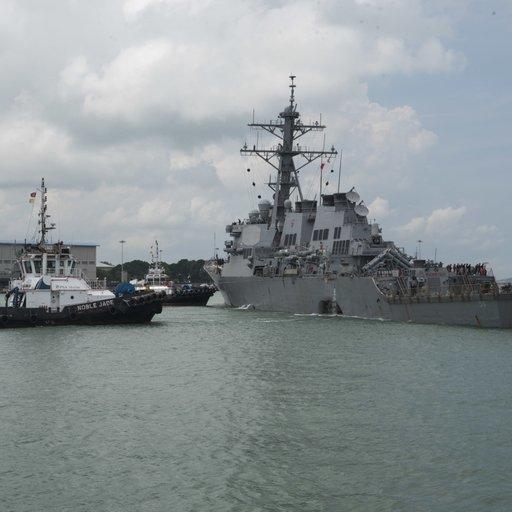 Зіткнення есмінця США з танкером: 10 зниклих моряків досі не знайшли
