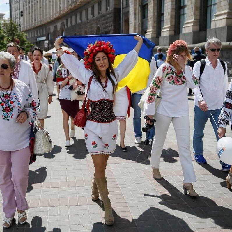 Понад 50% українців виступають проти надання російській мові статусу офіційної – опитування