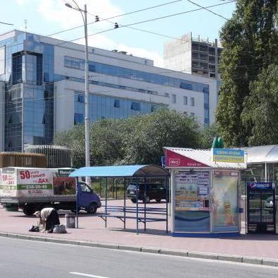 У Києві знеструмлено близько ста будинків через займання підземного кабелю в районі метро «Деміївська»