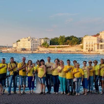 Жителі анексованого Севастополя флешмобом привітали Україну із державними святами