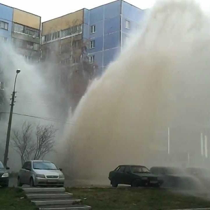 У Києві б'є потужний фонтан із гарячої води (фото)