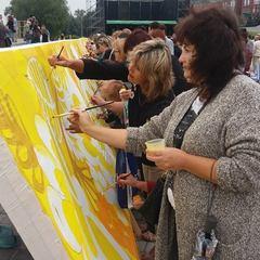 В Книгу рекордів зафіксували найбільший прапор України із петриківським орнаментом, створений у Дніпрі (фото)