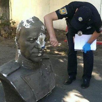 Повалення бюсту Жукова в Одесі: поліція відкрила справу