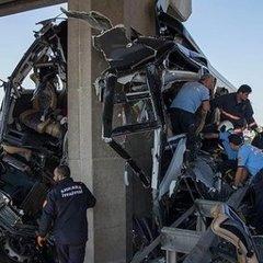 У Туреччині автобус з пасажирами врізався в опору моста, п`ятеро загиблих