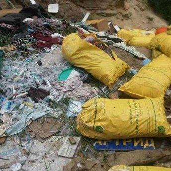 На Київщині поліція виявила незаконне звалище з використаними шприцами та органічними відходами
