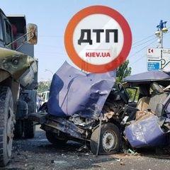 ДТП у Києві: «Москвич», який врізався в ЗІЛ на мосту Патона, віз зброю та боєприпаси