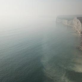 «Містичний хімічний туман»: понад 100 осіб потрапили до лікарні у Британії (фото)