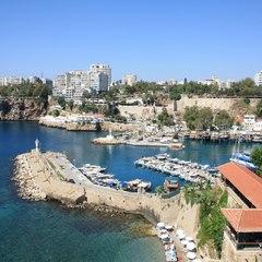 Російських туристів почали виселяти з готелів турецької курортної перлини – Анталії