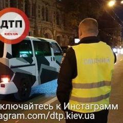 У Києві 13-річна дитина кинулась під колеса автомобіля (фото)