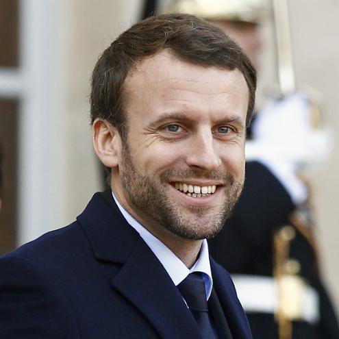 Президент Франції взяв з притулку собаку