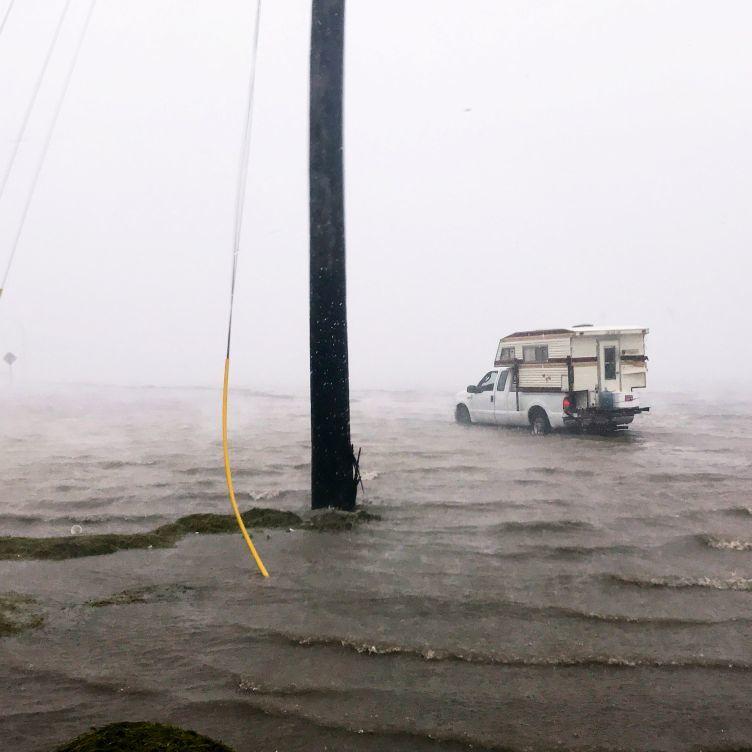 Сандра Буллок передала $ 1 млн постраждалим від урагану Харві