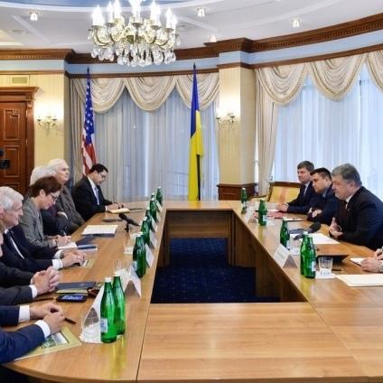 Порошенко попросив у конгресменів США дати Україні зброю