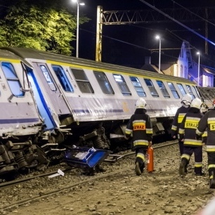 У Польщі товарний потяг зіткнувся з пасажирським, є поранені