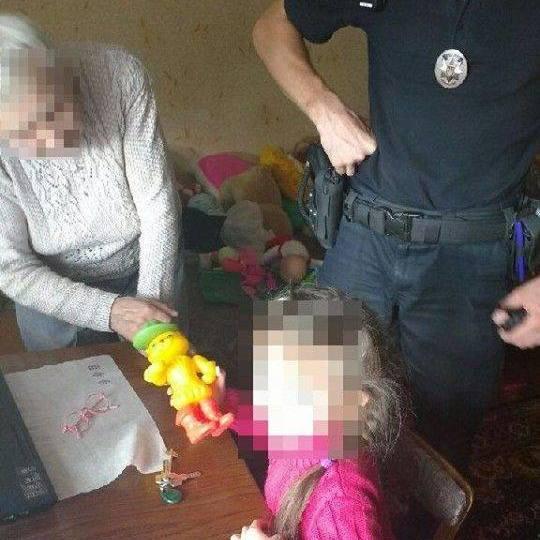 Зниклу 5-річну дитину патрульні Рівного виявили з допомогою Skype