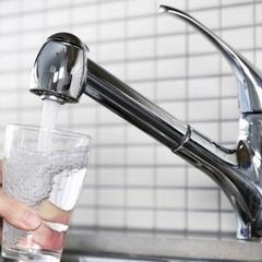Звичку пити воду з-під крану вчені назвали убивчою