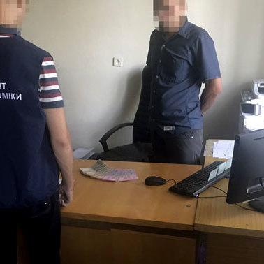 За прискорення видачі біометричного паспорта посадовці вимагали 9 тис. гривень
