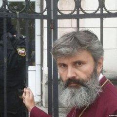 Напад на храм УПЦ КП в Криму: силовики вивезли церковне начиння