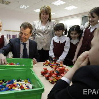 Учителям у РФ доручили розповідати школярам про Росію як «країну суперсучасних комп'ютерів і нанотехнологій»
