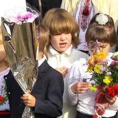 Найстарша мати в Україні, якій виповнилося 72 роки, відправила доньку в перший клас (відео)