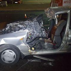 Смертельна ДТП у Києві: автомобіль на швидкості влетів у вантажівку (фото)